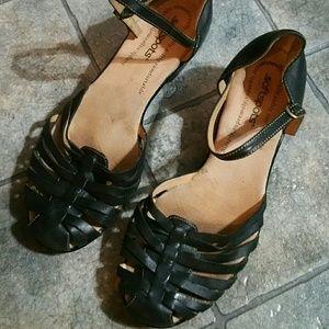 Softspots hirachi style black leather shoes. 8.5